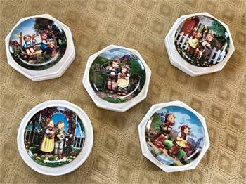 MI Hummel Little Companions Collector Plates - Set of 5